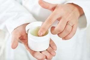 Фурункули на інтимних місцях, чіріі і прищі в паху у чоловіків: причини і лікування