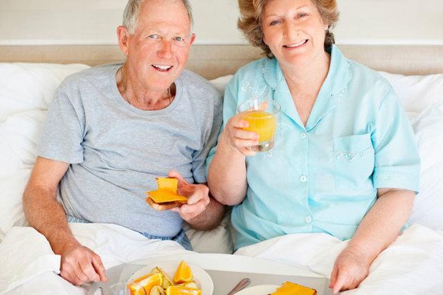 Харчування для лежачих хворих: які рідкі можна купити в аптеці і рецепти страв в домашніх умовах