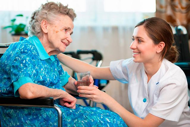 Чи входить в трудовий стаж догляд за літньою людиною старше 80 років та інвалідами 1 і 2 групи